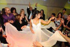 שמלת כלה בריקודים