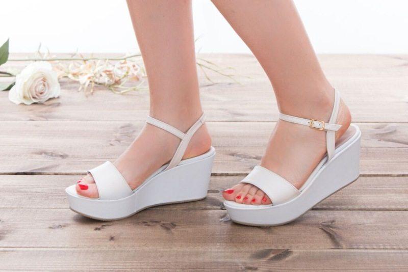 נעלי כלה על פלטפורמה