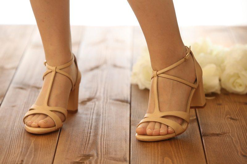 נעלי סנדל