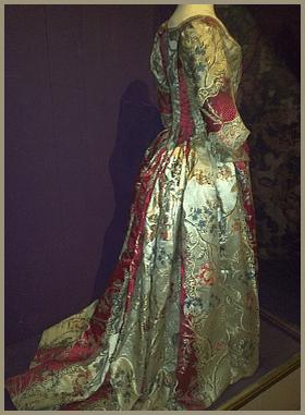 שמלות עתיקות