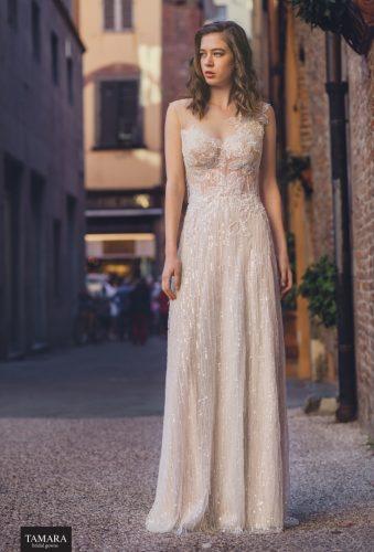 שמלת כלה א-סימטרית