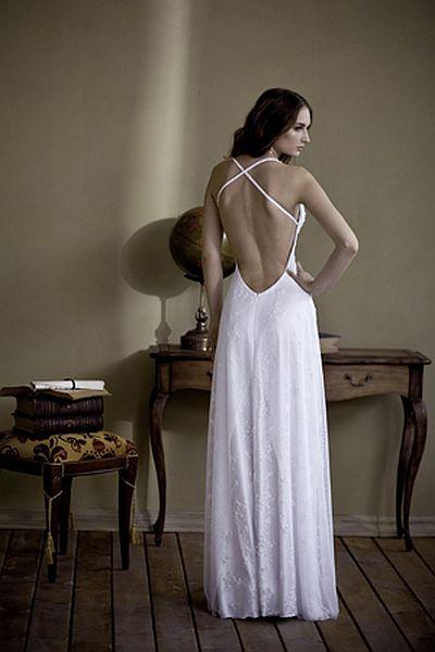 שמלת כלה עם גב חשוף כתפיות X