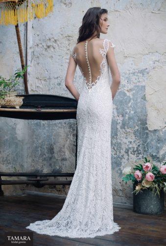 שמלת כלה צמודה מתחרה עם גב פתוח