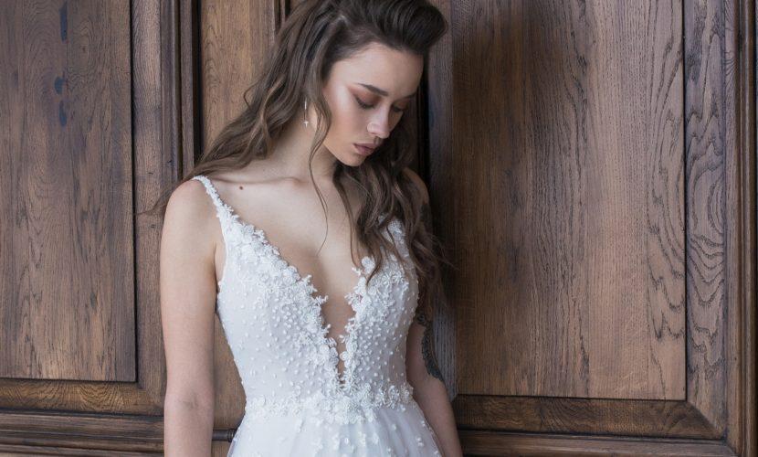 שמלת כלה מחשוף וי