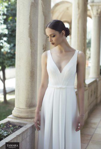 שמלת כלה קלאסית מחשוף קדמי