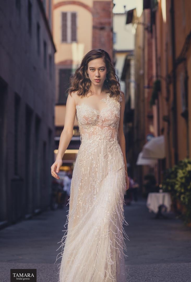 שמלת כלה עם חצאית פרנזים