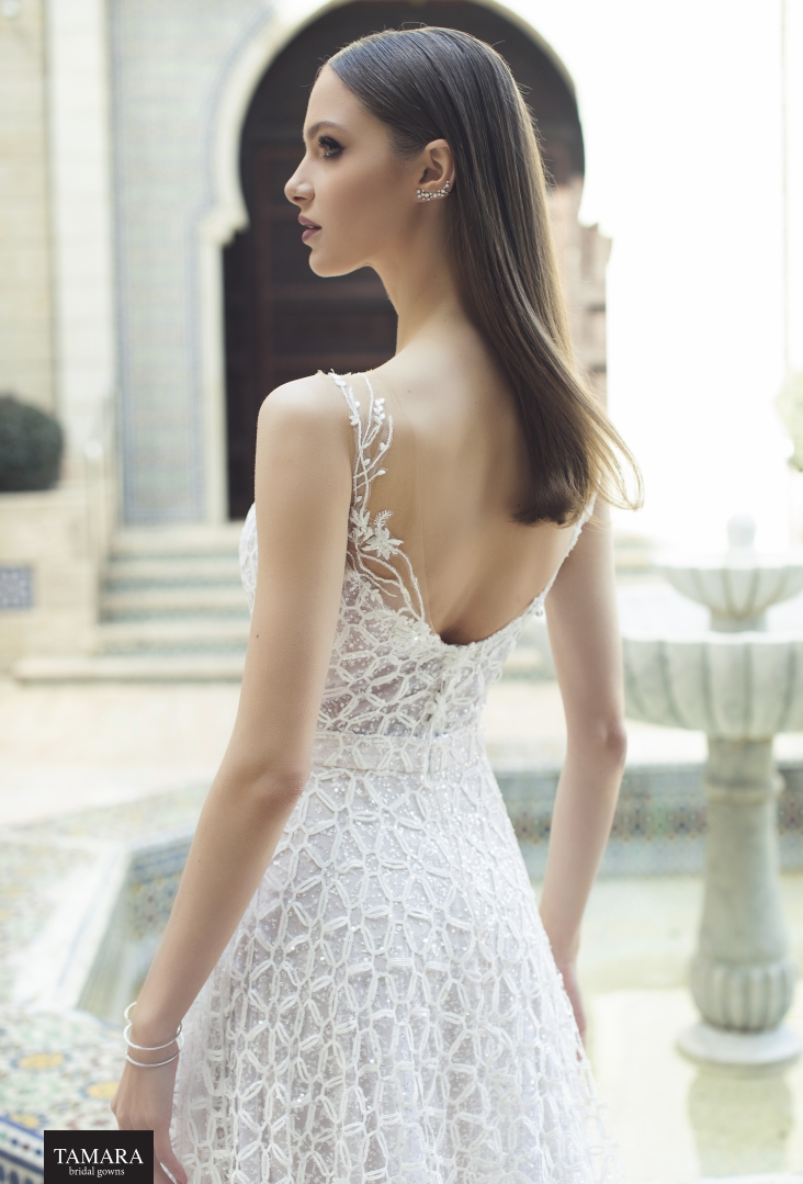 שמלת כלה מתחרה עם גב פתוח