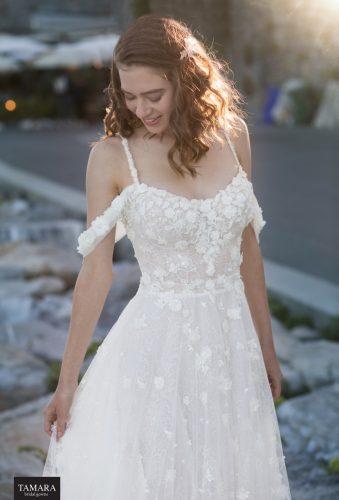 שמלת כלה עם מחשוף מעוגל
