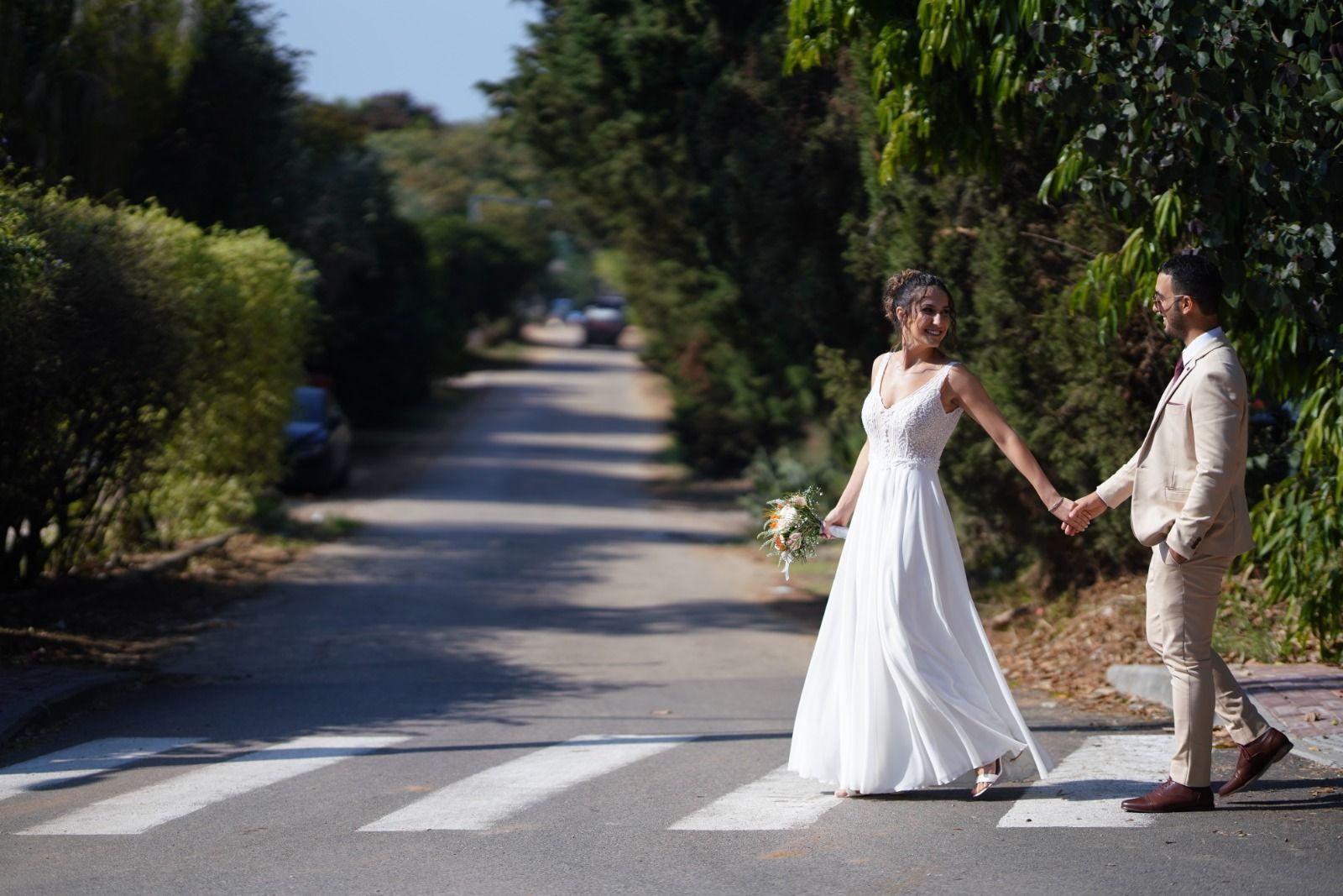 שמלת כלה עם עיטורי תחרה
