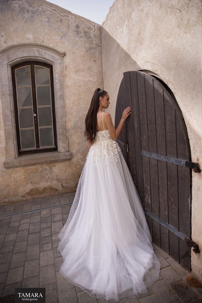 שמלת כלה עם שובל נשלף