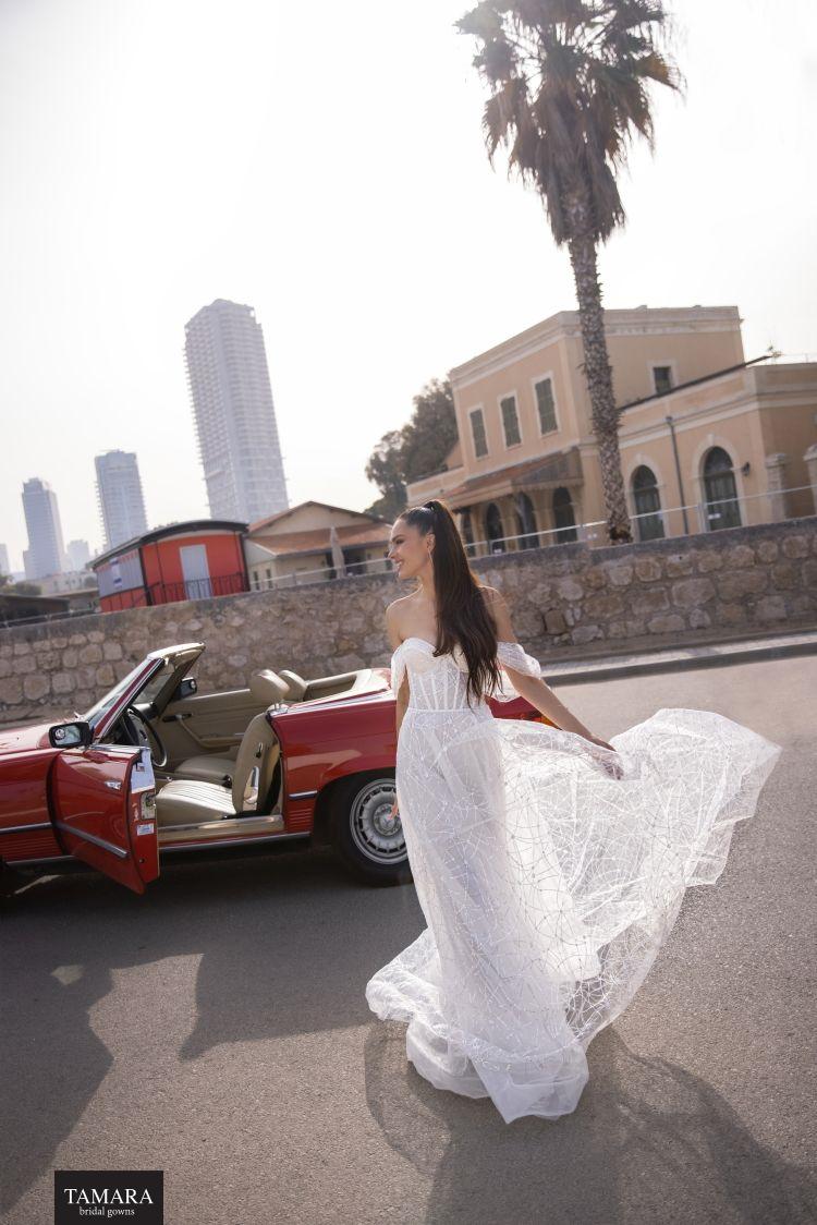 שמלת כלה עם שרוולים נשפכים
