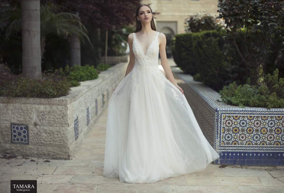 שמלת כלה קלאסית מחשוף V