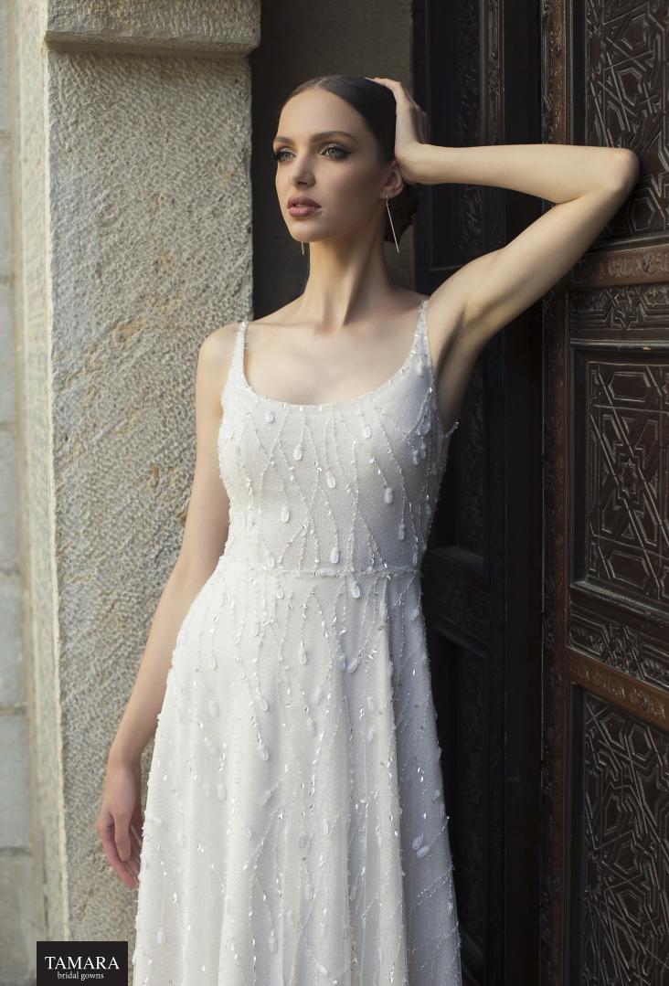 שמלת כלה בד רקום ונוצץ