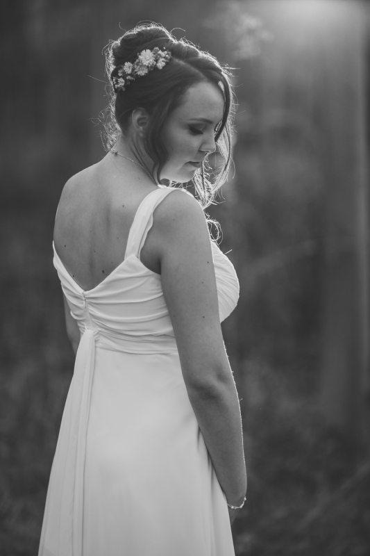 שמלת כלה רומנטית עם גב פתוח