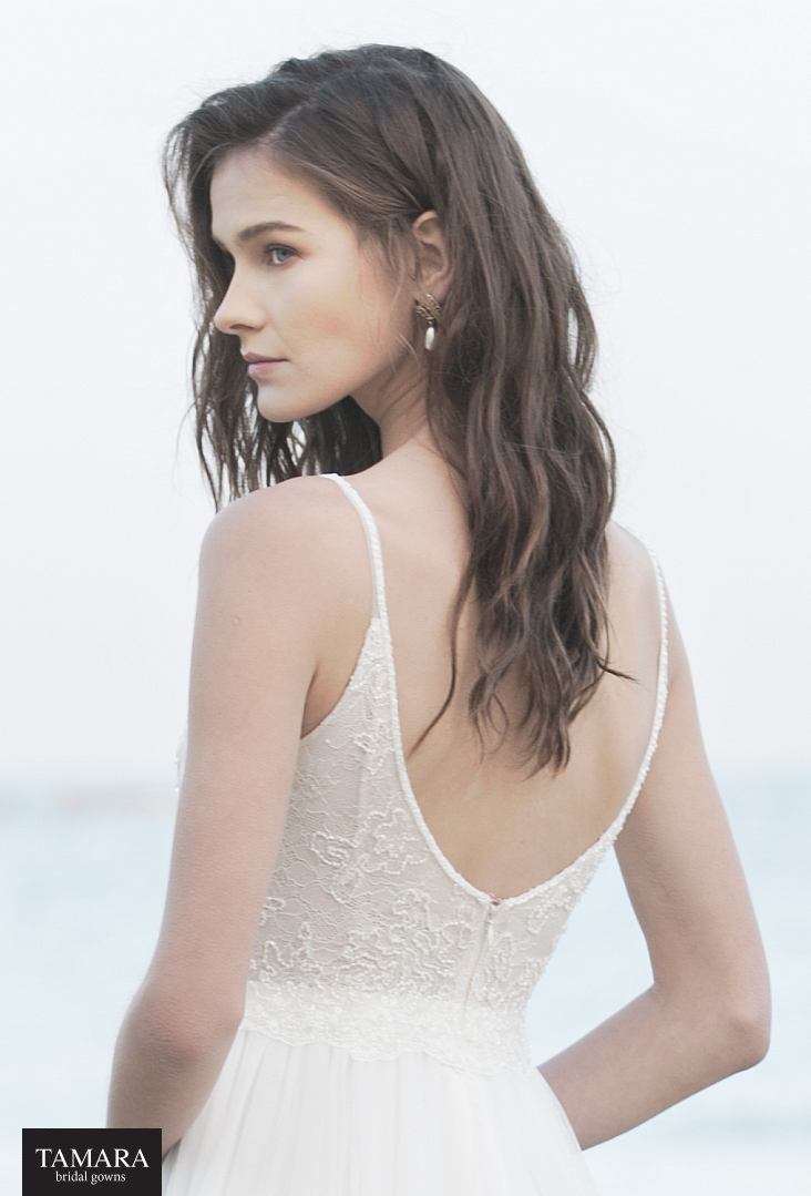 שמלת כלה קלאסית עם גב פתוח