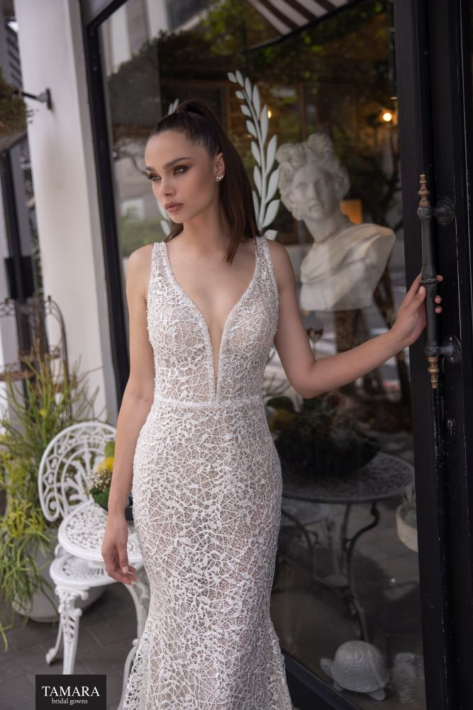 שמלת כלה רקומה קרושה