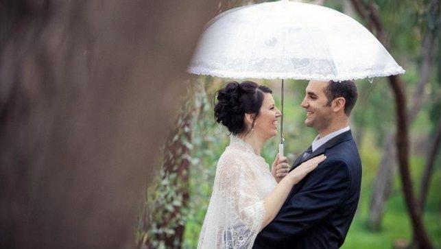 שמלת כלה עם מטריה