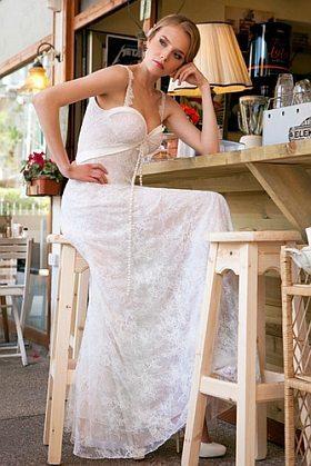 שמלת תחרה סתיו
