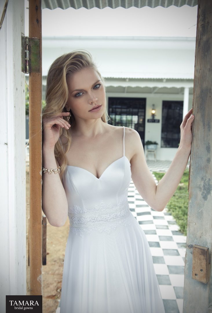 שמלת כלה עם מחשוף לב
