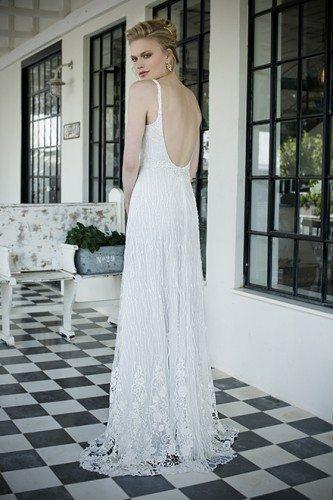 שמלת כלה עם כתפיות וגב חשוף