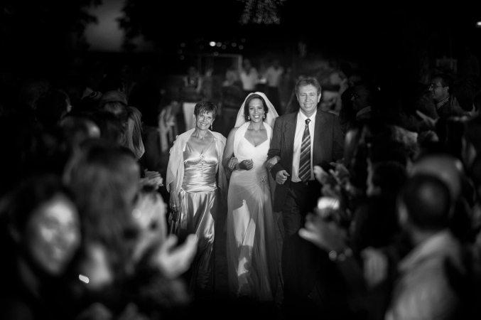 חתן וכלה בדרך לחופה