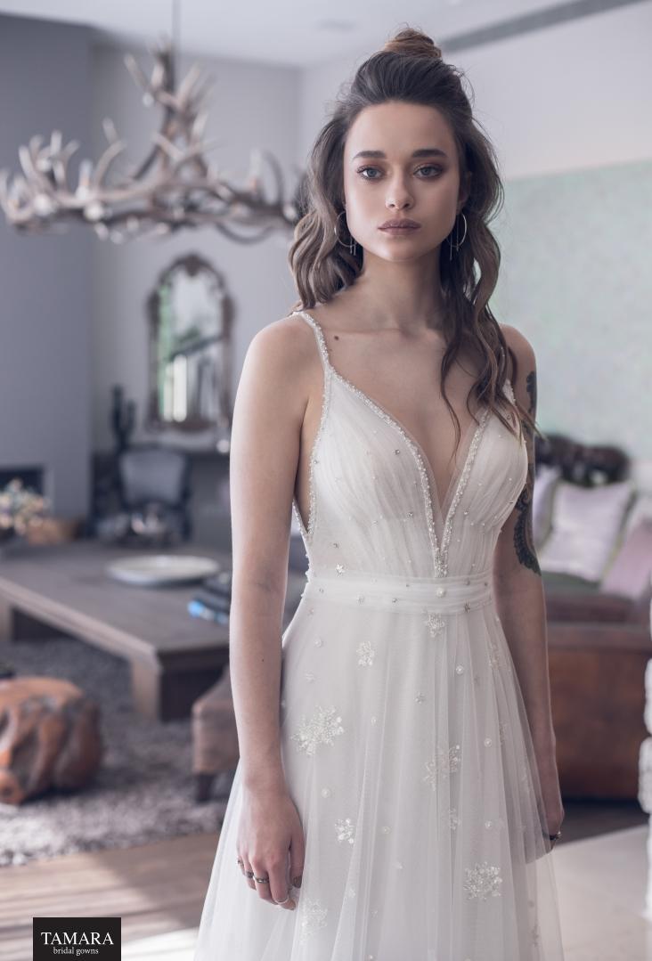 שמלת כלה קלילה, מחשוף וי