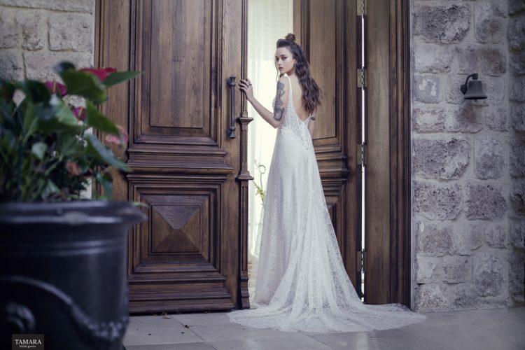 שמלת כלה חושנית, גב חשוף
