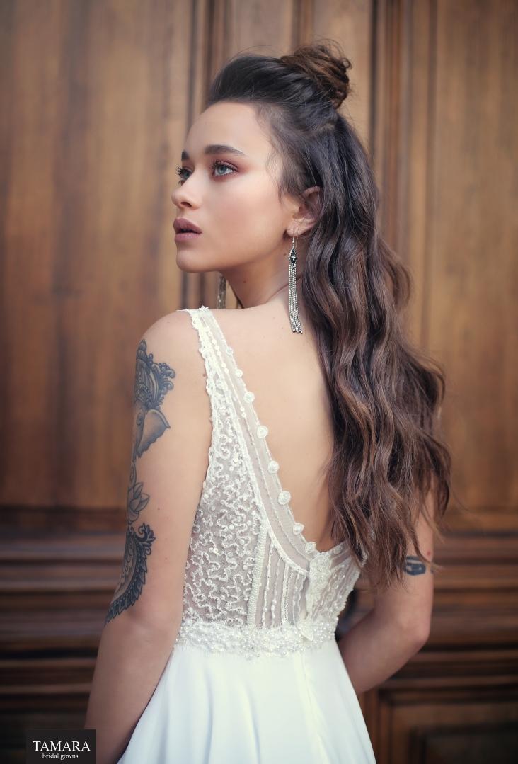 שמלת כלה עם קעקוע