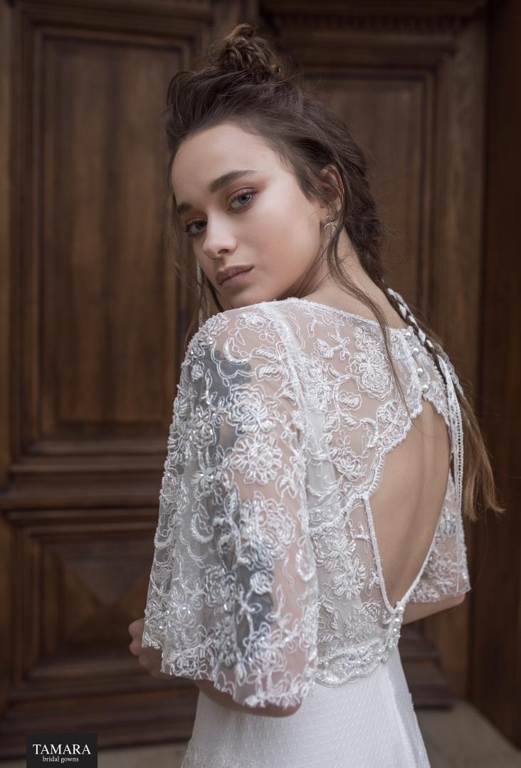 שמלת כלה תחרה עם פתח בגב