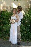 חתן כלה עם זר