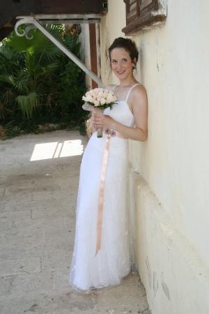שמלת כלה עם סרט עדין