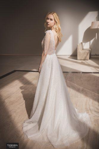 שמלת כלה עם תחרה ופנינים