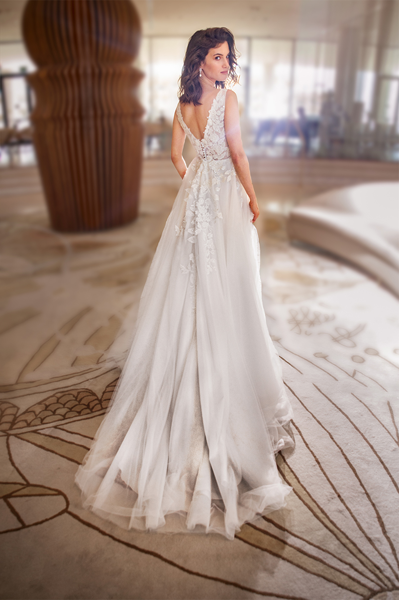 שמלת כלה רקומה עם פרחים