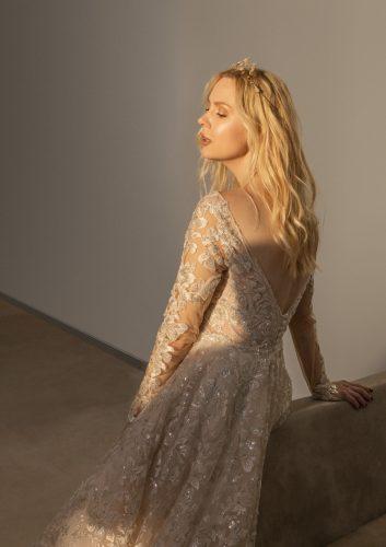 שמלת כלה מחשוף גב עמוק