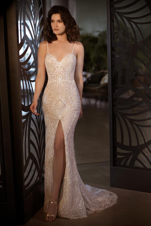 שמלת כלה תחרה עם שסע