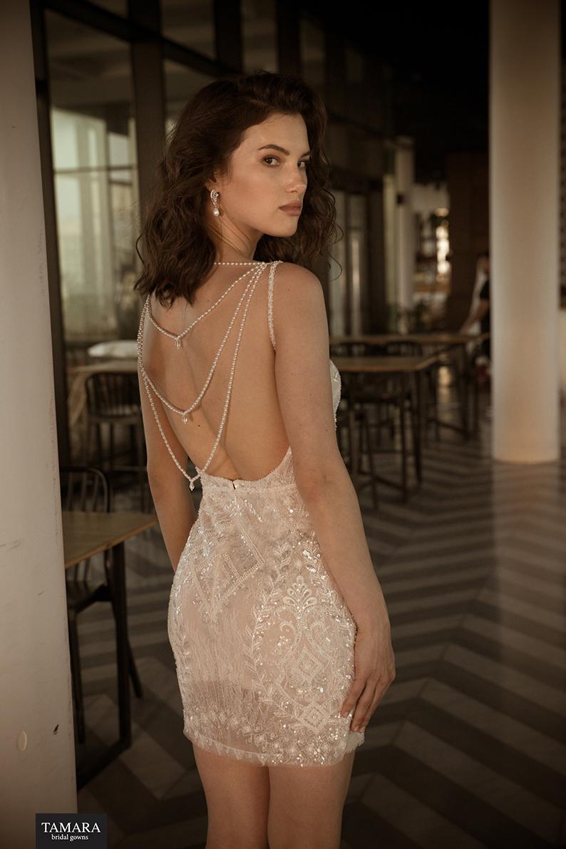 שמלת כלה עם שרשראות בגב