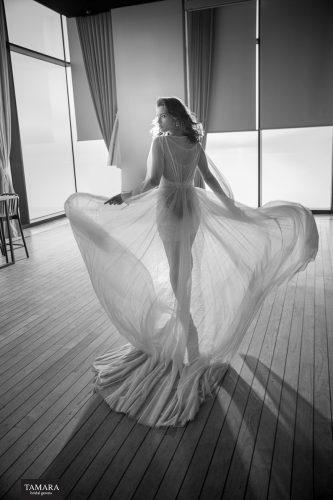 שמלת כלה עם שובל