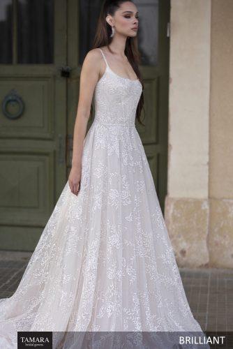 שמלת כלה מחשוף מרובע