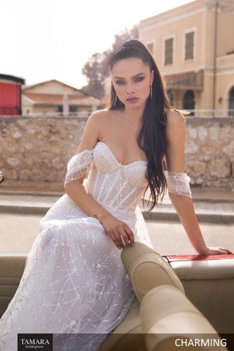 שמלת כלה עם כתפיים חשופות