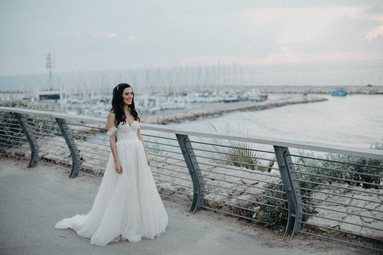 שמלת כלה עם חצאית נפוחה