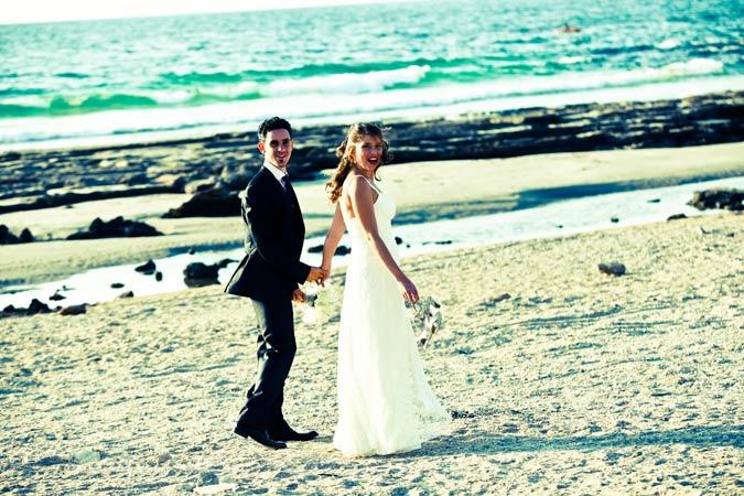 שמלת כלה בים